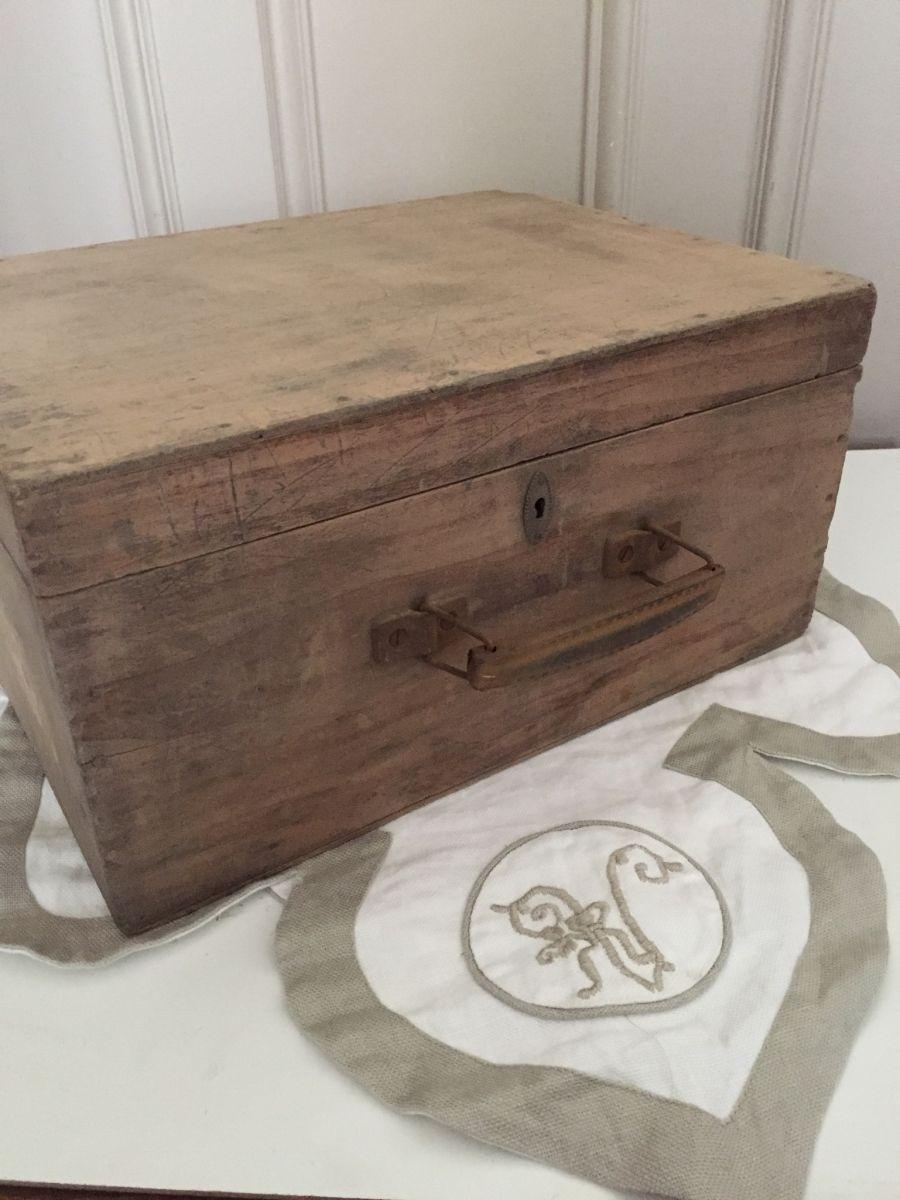 ancienne valise en bois luckyfind. Black Bedroom Furniture Sets. Home Design Ideas