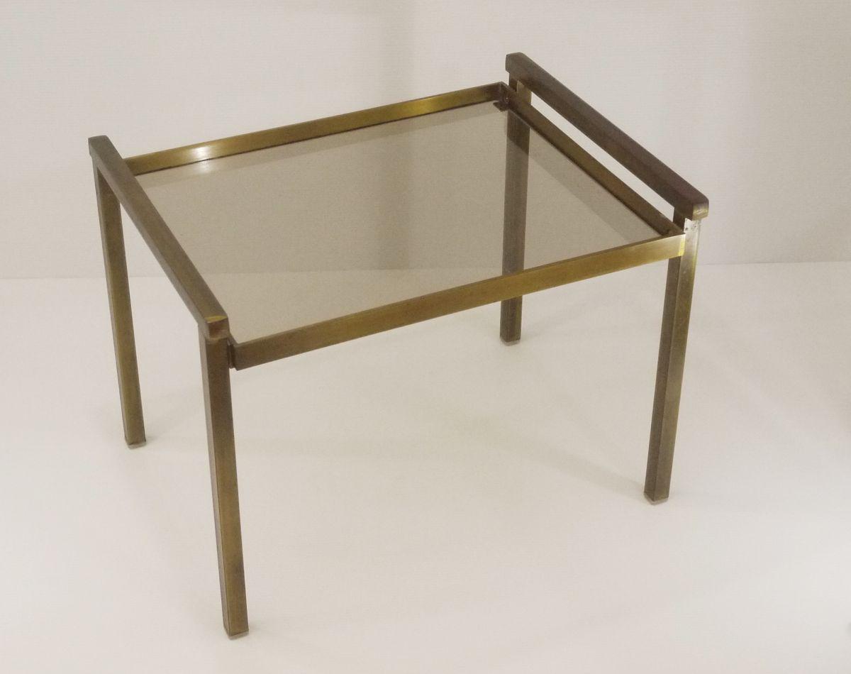 table d 39 appoint en laiton bross et tablette en verre fum. Black Bedroom Furniture Sets. Home Design Ideas