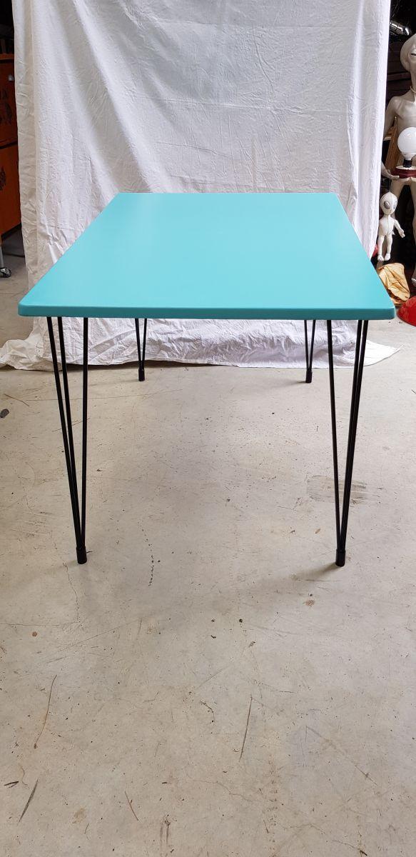table de cuisine vintage deco luckyfind. Black Bedroom Furniture Sets. Home Design Ideas
