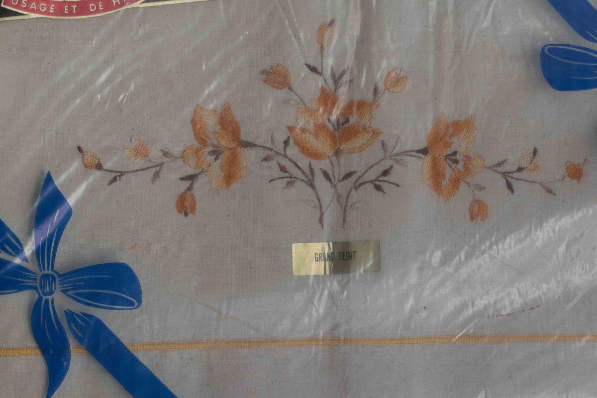 b01ea23ad18a1 Parure de draps brodés anciens toile du nord – Luckyfind
