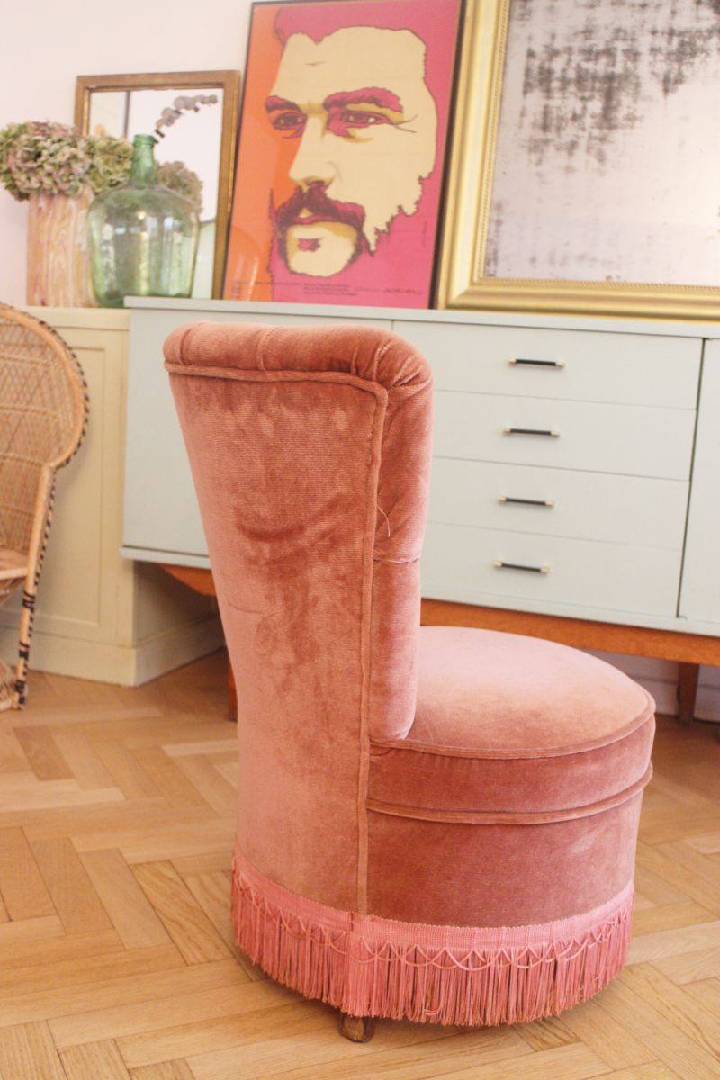 fauteuil crapaud velours vintage rose poudr 1950 39 s luckyfind. Black Bedroom Furniture Sets. Home Design Ideas