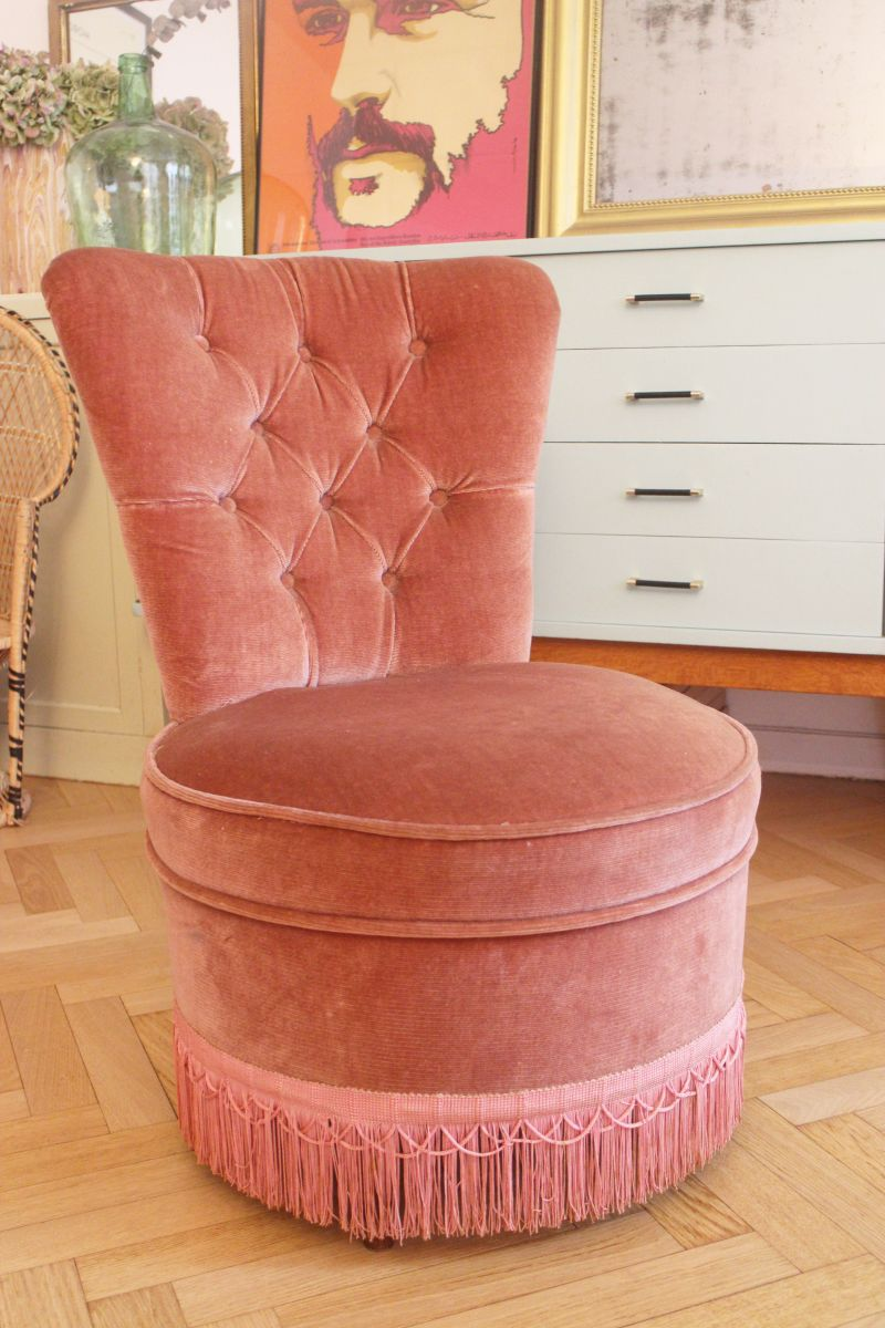fauteuil crapaud velours vintage rose poudr 1950 39 s luckyfind. Black Bedroom Furniture Sets. Home Design Ideas