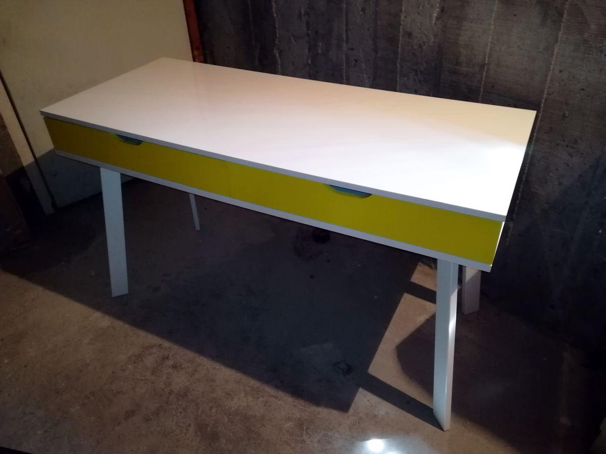 bureau blanc jaune ou console alinea luckyfind. Black Bedroom Furniture Sets. Home Design Ideas