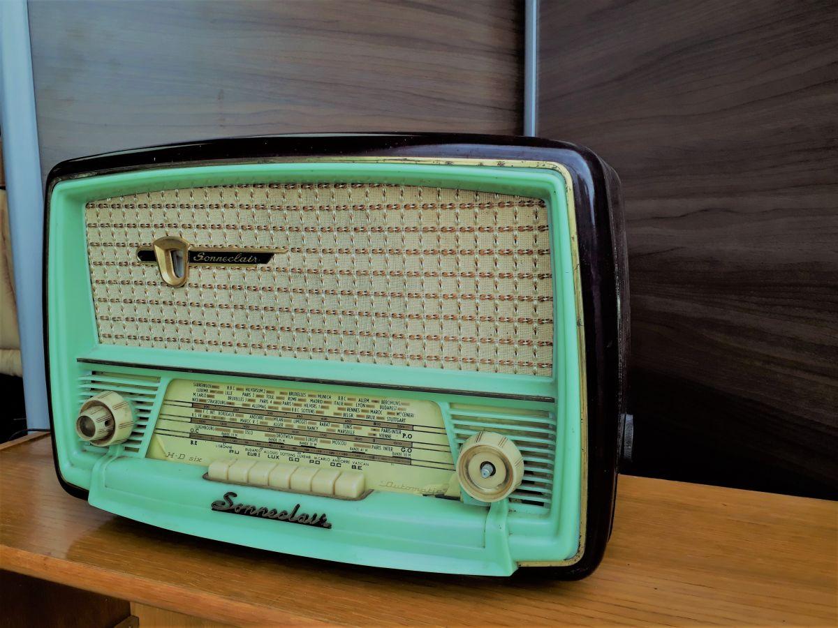 poste radio vintage luckyfind. Black Bedroom Furniture Sets. Home Design Ideas