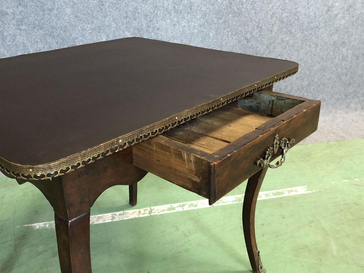table bureau louis xv en noyer et simili cuir du xviii me luckyfind. Black Bedroom Furniture Sets. Home Design Ideas