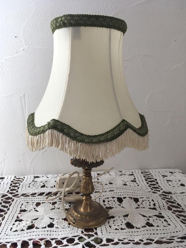lampe de table ou de chevet en m tal dor luckyfind. Black Bedroom Furniture Sets. Home Design Ideas