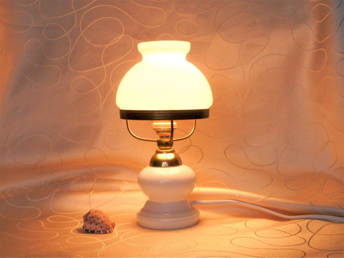 lampe de chevet en opaline lampe opaline ancienne luckyfind. Black Bedroom Furniture Sets. Home Design Ideas