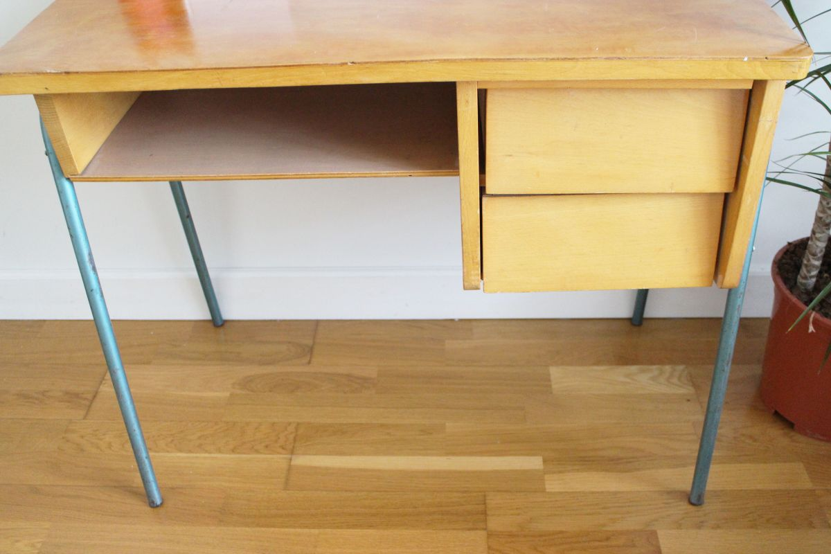 petit bureau vintage ann es 70 luckyfind. Black Bedroom Furniture Sets. Home Design Ideas