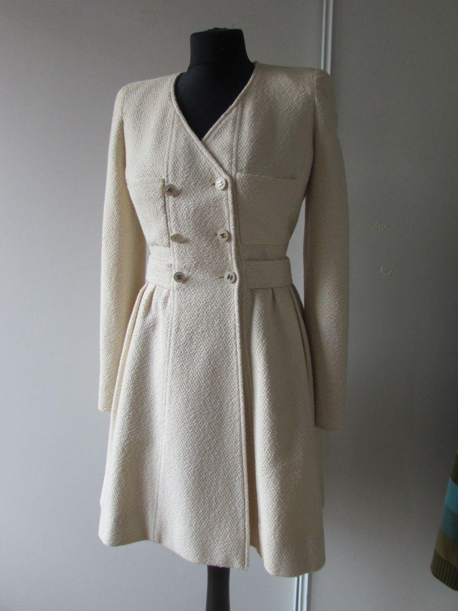 Sublime Manteau Robe En Tweed Beige Chanel Vintage Luckyfind