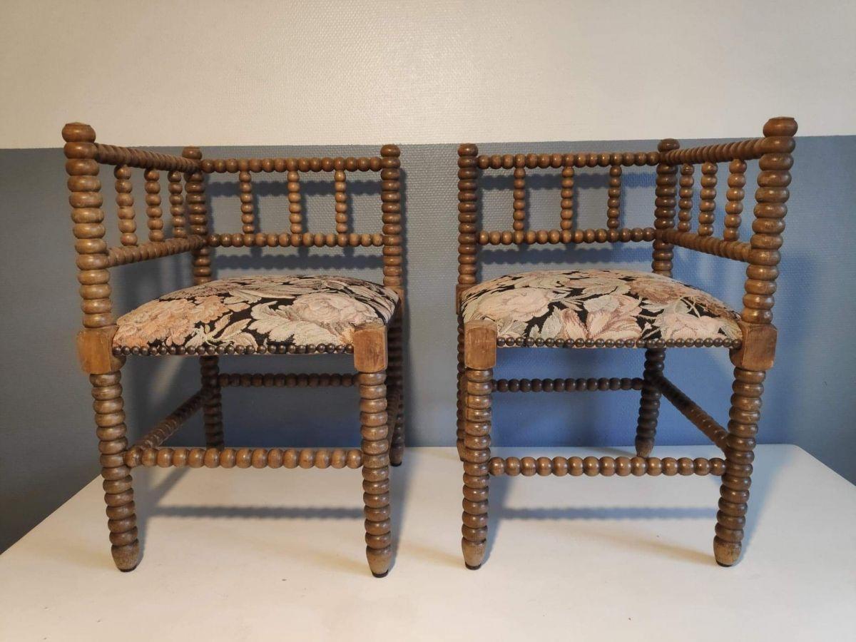 Style De Chaises Anciennes chaises d'angle anciennes en bois tourné et assises en tissu