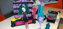 Lot de 12 poupées Monster high avec le laboratoire