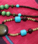 lot Colliers style africain indien bois pierre