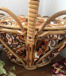 Corbeille en rotin courbé vintage  couvercle et grande anse.