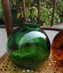 2 Vases, boule de verre ambre et vert