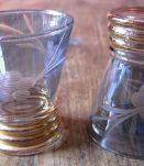 8 verres à liqueur anciens en verre coloré années 40/50