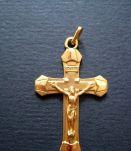 Ancienne Croix en métal doré plaqué or , France 1970