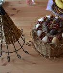 Paniers en osier et coquillages vintage