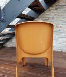 Chaise design vintage en plastique moulé Gilac Design année
