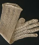 Gants longs passe coude,  réalisés au crochet  vers 1900
