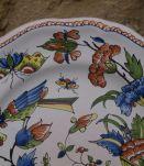 Assiette peinte à la main Moustiers signée