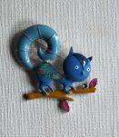 Broche écureuil de couleur bleue.  Façon émaux.