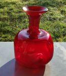 Joli vase rubis en verre souffle  type Murano