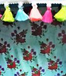 Etagères murales colorées en cagettes customisées