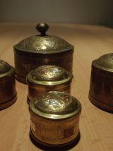 jolies boites gigognes en laiton sculpté