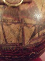 ancienne bouteille couverte cuir et peinte