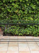Grande table ovale de jardin avec plateau de verre