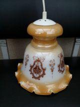 Suspension en verre blanc opaline, décoré couleur caramel doré irisé à motifs de couleur brun marron