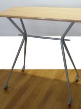 """Petite table à roulettes des années 70 restaurée """"Brutus"""""""
