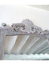 Miroir en bois avec moulures