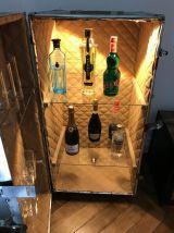 Très ancienne malle bar rénovée