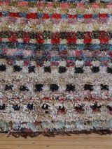 Tapis boucherouite vintage tissé main au Maroc
