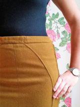 Edith - Jupe crayon vintage mi-longue en laine caramel