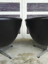 Paire de fauteuils coquilles vintage