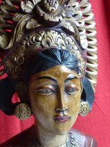 Buste polychrome de la déesse Dewi Sri