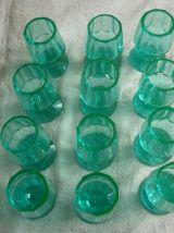 12 verres cristal taillé facettes couleur verte