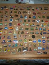 GROS LOT DE + DE 220 PIN'S de collection