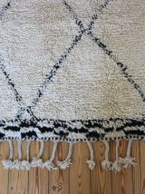 Tapis beni ouarain marmoucha tissé main au Maroc