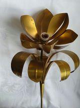 Applique murale en métal doré dans le gout Jansen