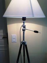 grand lampadaire créé s/anc. trépied photo chromé & noir