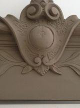 Fronton ancien, décor de porte
