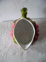 pichet ancien en  forme de franmboise