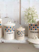 Pots à épices anciens