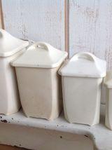 Serie de 4 pots à épices anciens