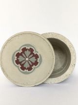 Assortiment de pots en béton artisanal