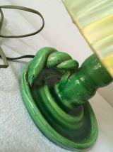 Lampe verte vintage en terre cuite vernissée.