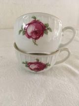 Service à thé ou café  porcelaine blanche avec des fleurs.